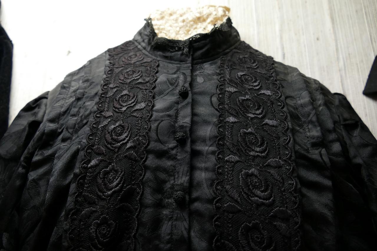 Schwarzes Trachtenkleid