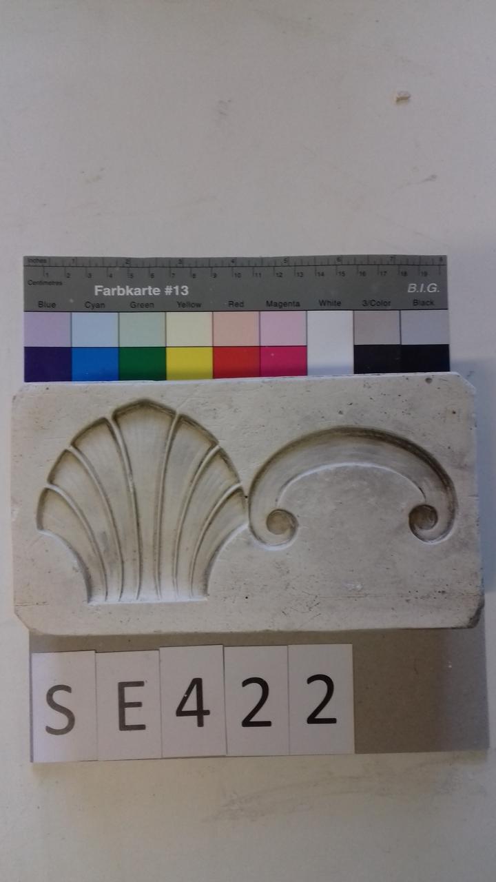 Negativform Detail mit Muschelform und einem Bogen