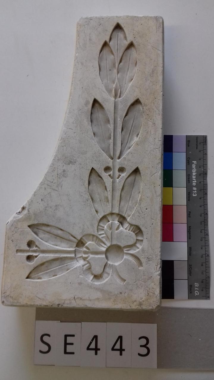 Negativform Detail Masche mit Blätterstängel
