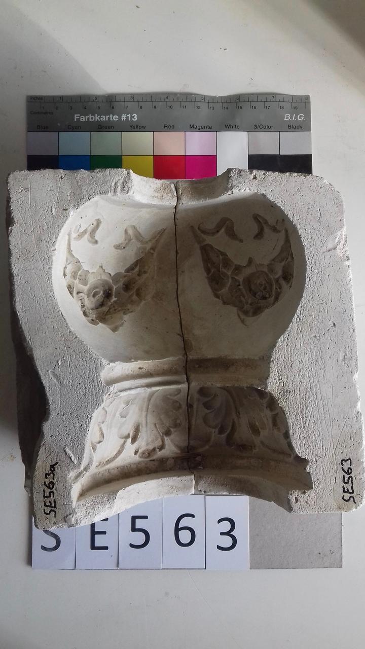 Negativform Detail Akanthus und Girlanden
