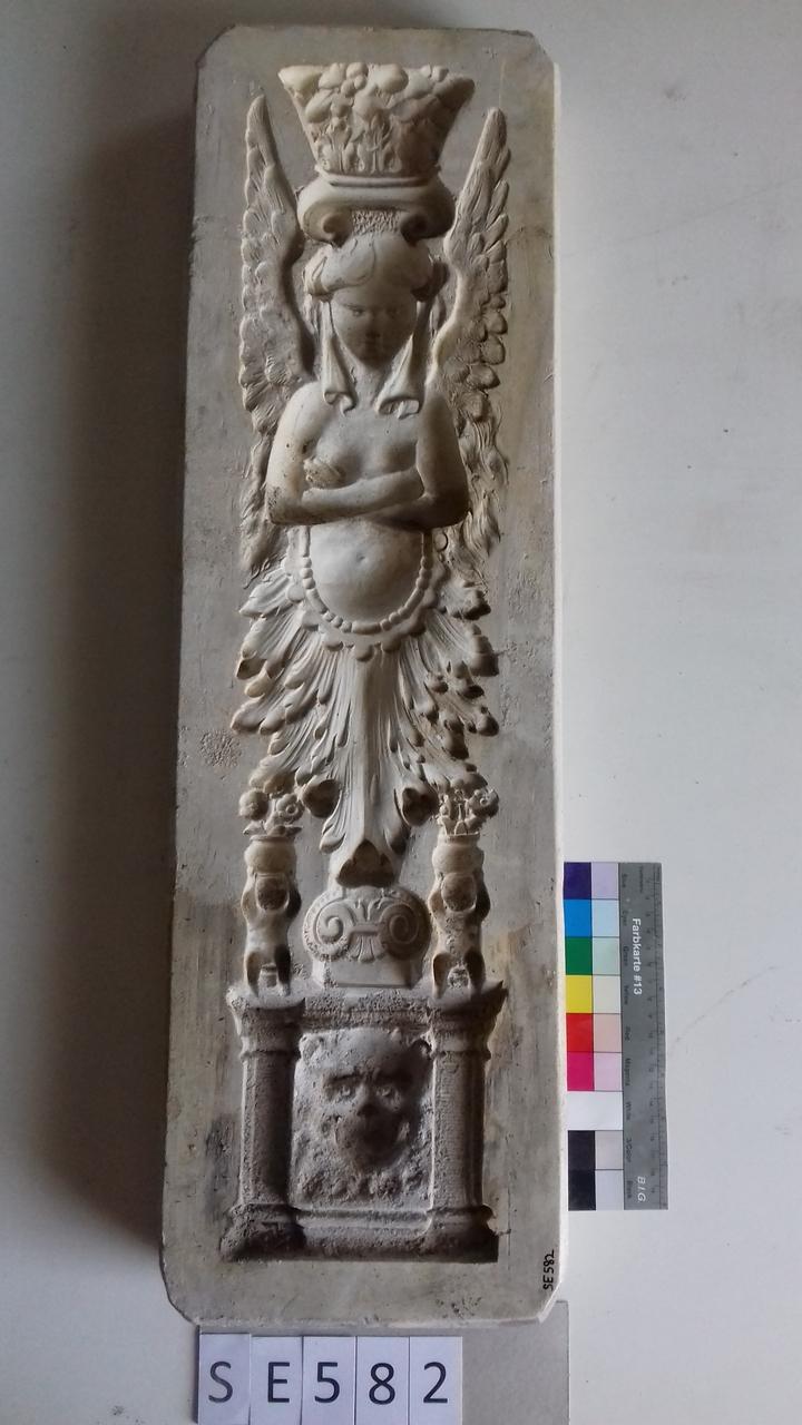 Negativform Detail Frau mit Flügeln