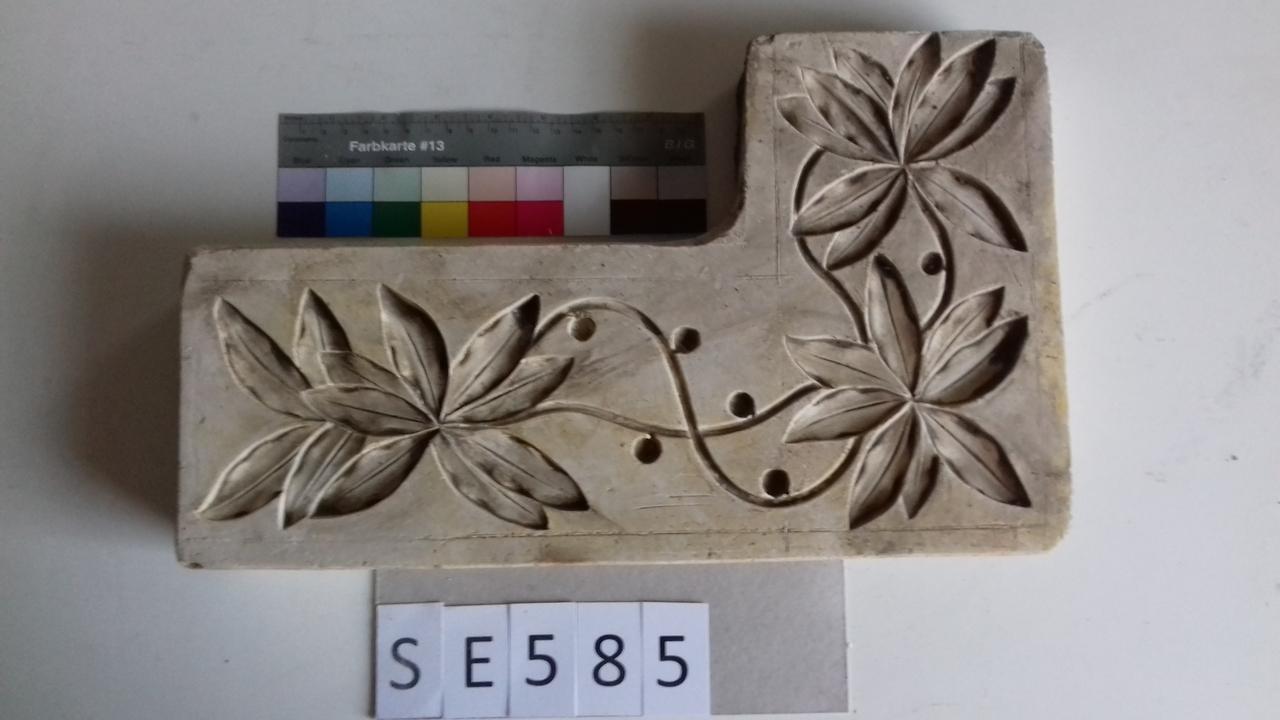 Negativform Detail 3 Blumen mit Ranken