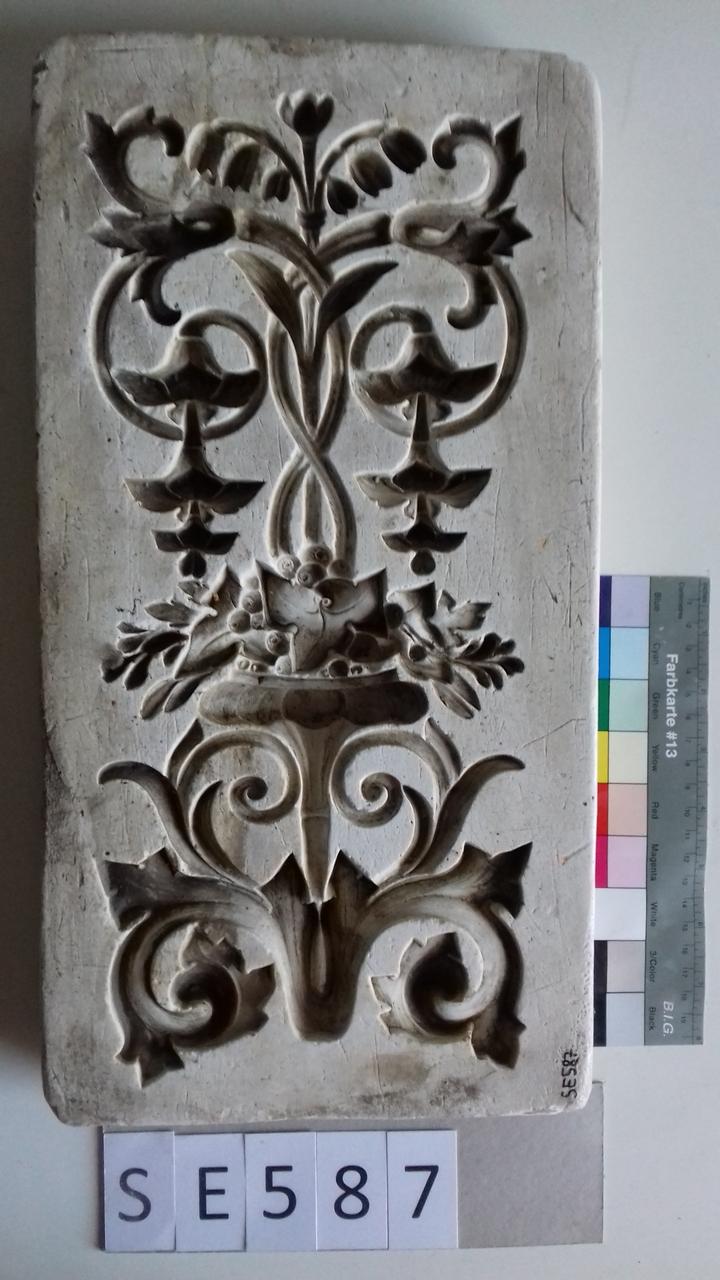 Negativform Detail florales Motiv