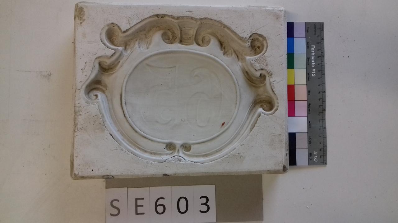Negativform Detail barockes Schild 65