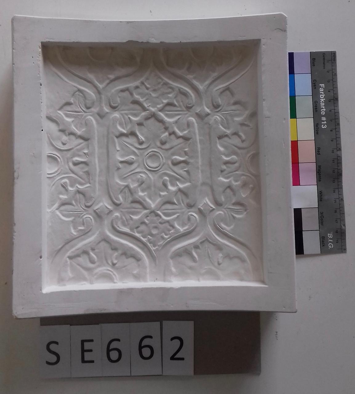 Negativform florales geometrisches Muster