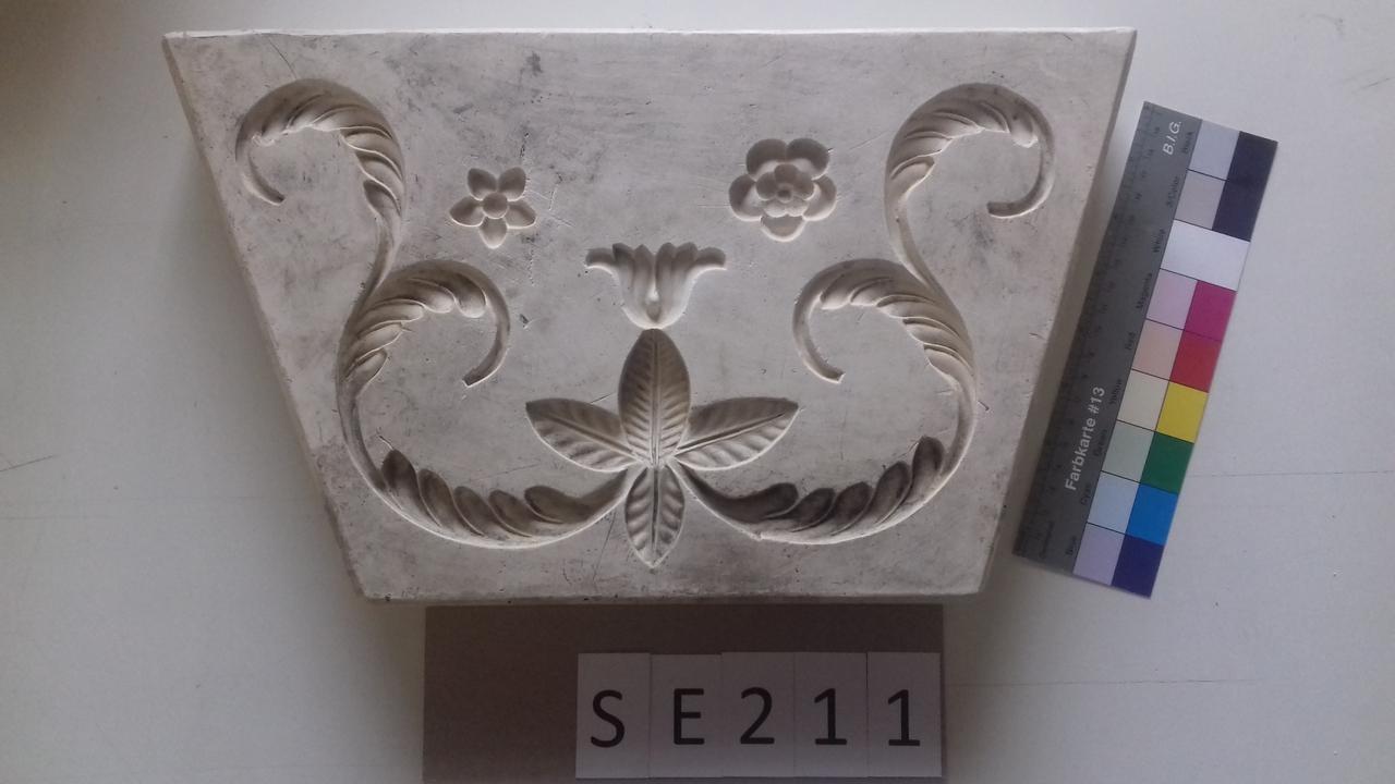 Negativform Detail Blume mit Akanthusblättern