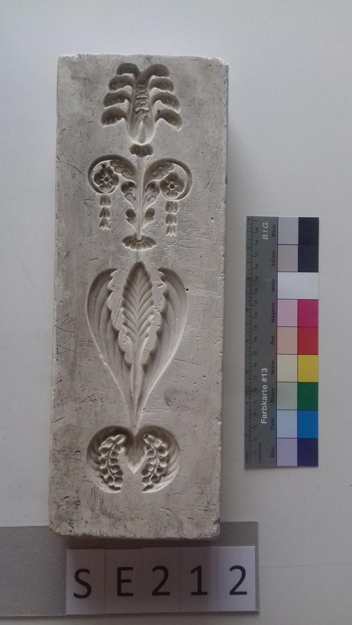 Negativform Detail Blättermotiv