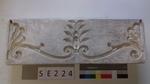 Negativform Detail mit dreiteiligem Blattmotiv