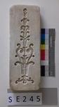 Negativform Detail mit Blatt- und Blumenmotiv