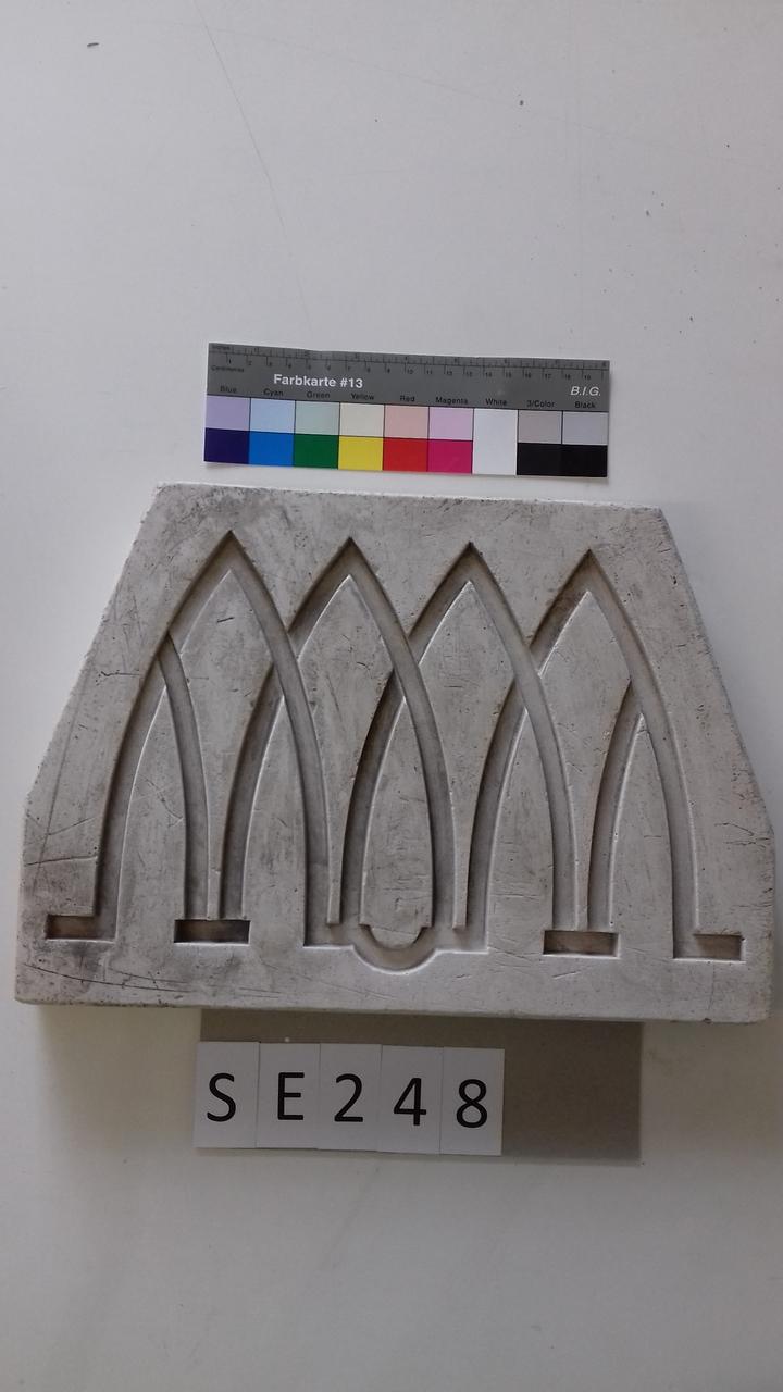 Negativform Detail mit 4 verschlungenen Spartenformen