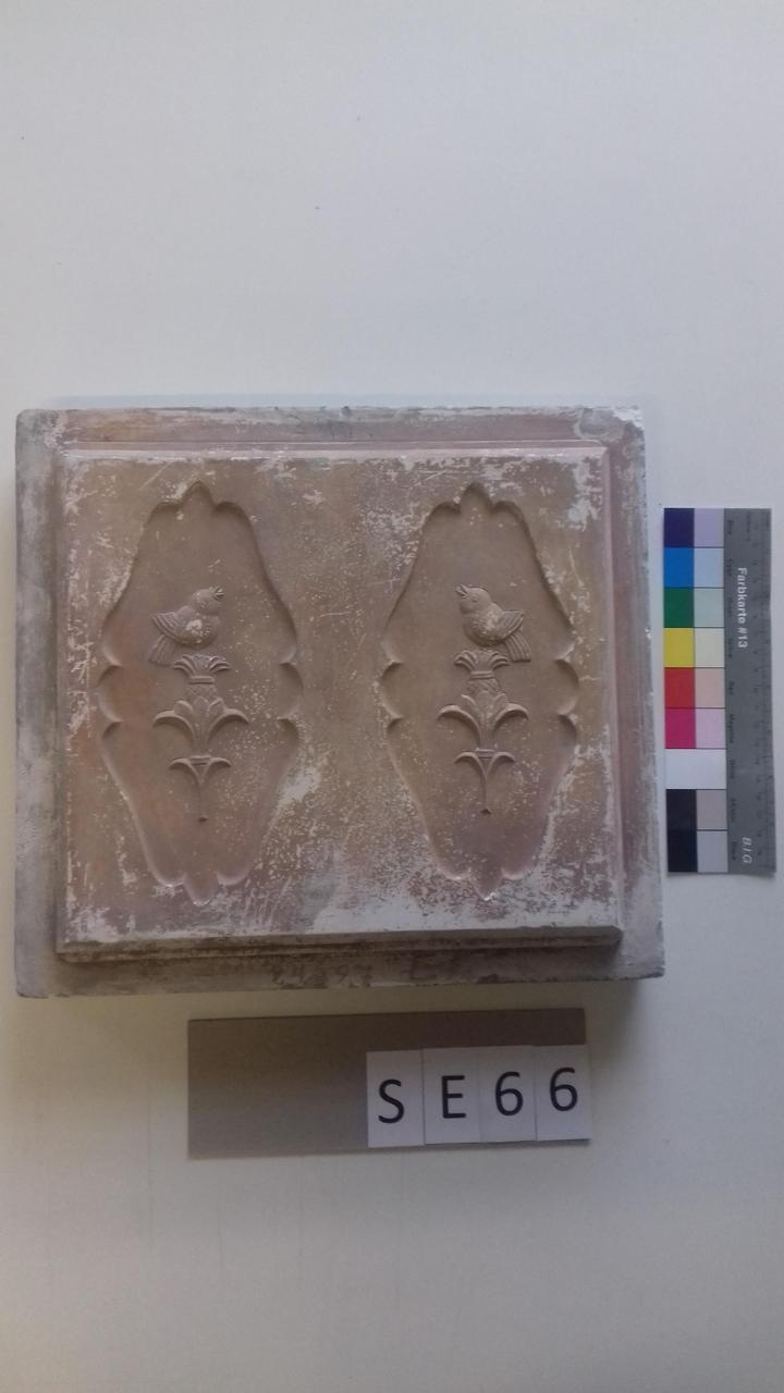 Mutterform ledige Kachel mit Vögeln auf Sockeln