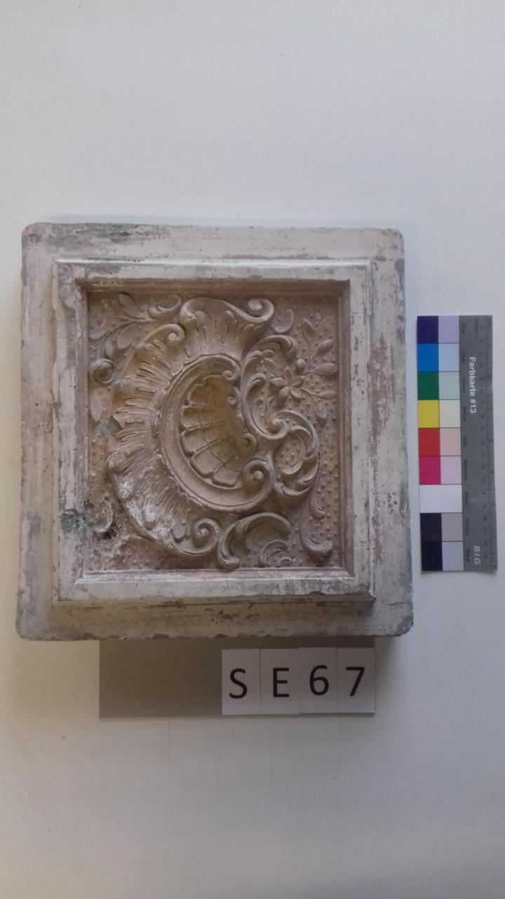 Mutterform ledige Kachel mit Rocaille und Blumen