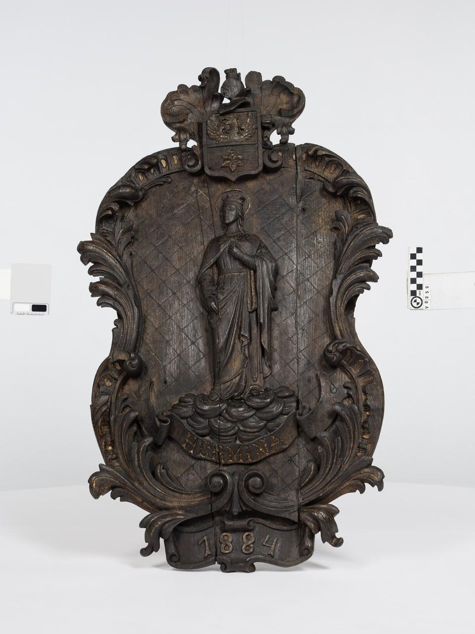 Reliéf zo suda zroku 1884, sv. Hermína - Fassboden mit Relief der Hl. Hermina von 1884